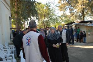 arabic.zakat.org - توزيع كسوة الشتاء في لبنان