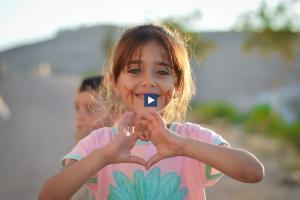 arabic.zakat.org - ماذا ممكن ان تقدم لتجعل العالم يبتسم؟